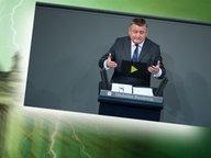 """Bildmontage: Hermann Gröhe am Rednerpult - gepaart mit dem Themenbild zu """"Neu im Bundestag"""" © NDR /  picture alliance / dpa / Foto: Screenshot"""