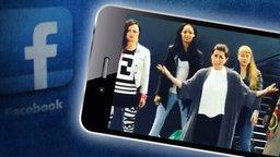 Ein Screenshot von einem Facebook-Video, in dem Sängerin Ann Sophie mit vier Background-Sängerin singt. © Facebook