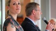 Bundespräsident Christian Wulff und seine Frau Bettina auf einem Empfang der deutschen Botschaft in Mexiko-Stadt. © picture-alliance / dpa Fotograf: Wolfgang Kumm