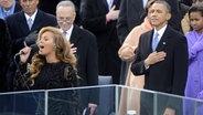 Beyoncé singt am 21.01.2013 die amerikanische Nationalhymne nach der Vereidigung von Präsident Barack Obama. © Imago