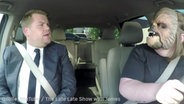 "Screenshot: YouTube-Video ""Chewbacca Mom Takes James Corden to Work"" © YouTube/ The Late Late Show with James Corden"