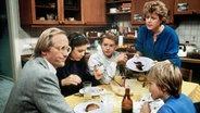 """Szene aus """"Lindenstraße"""": Familie Beimer am Küchentisch © dpa - Fotoreport"""