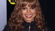 Janet Jackson lächelt in die Kamera. © AJ Sokalner