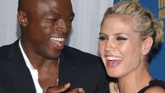 Seal und Heidi Klum lachen in die Kamera. (Archivbild) © picture alliance / AP Photo Fotograf: Tammie Arroyo