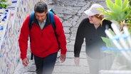 Angela Merkel und ihr Mann Joachim Sauer beim Wandern auf Ischia. ©  picture alliance / dpa