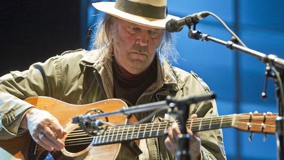 Neil Young beim Summer-Session-Konzert 2009 in Vancouver, Kanada. © landov Foto: HEINZ RUCKEMANN