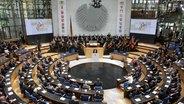 Das Parlament in Bonn bei der Feier zum Tag der deutschen Einheit 2011. © dpa bildfunk