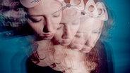 Das Foto einer jungen Frau wird übereinandergelagert, so dass sie viermal erscheint. © andreafleischer / photocase.de Foto: andreafleischer