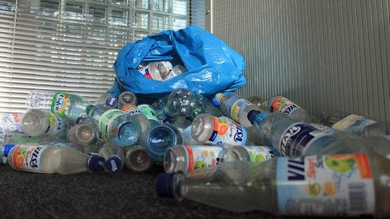 Ein Berg Pfandflaschen