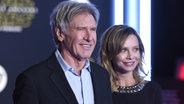 """Harrison Ford und Calista Flockhart bei der  """"Star Wars""""-Premiere in Los Angeles. ©  picture alliance / AP Images Fotograf:  Jordan Strauss"""