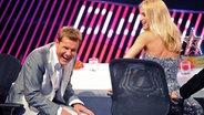 """Die Juroren Dieter Bohlen und Michelle Hunziker beim Finale der RTL-Castingshow """"Das Supertalent 2012"""". © dpa Foto: Henning Kaiser"""
