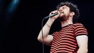 Tom Grennan live auf der Bühne © picture alliance / Photoshot