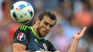 Gareth Bale köpft den Ball © picture alliance Fotograf: Simon Stacpoole