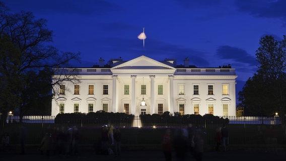 Das Weiße Haus beleuchtet © imago/robertharding