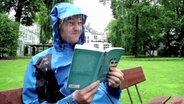 Lesen bei Regen © NDR