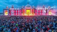 Das Bild zeigt die Party-Stimmung auf dem Airbeat One Festival in Neustadt-Glewe im Juli 2019. © dpa-Zentralbild Foto: Jens Büttner