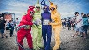 Kostümierte Besucher auf dem Deichbrand Festival 2019. © NDR/N-JOY Foto: Benjamin Hüllenkremer