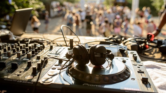 Atmosphäre auf dem Dockville Festival 2015. © NDR Foto: Benjamin Hüllenkremer