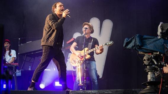 Sänger Bosse auf der Bühne beim Hurricane Festival 2019 in Scheeßel.