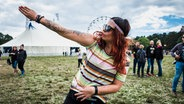 Tattoos auf dem Hurricane Festival. © NDR Foto: Benjamin Hüllenkremer