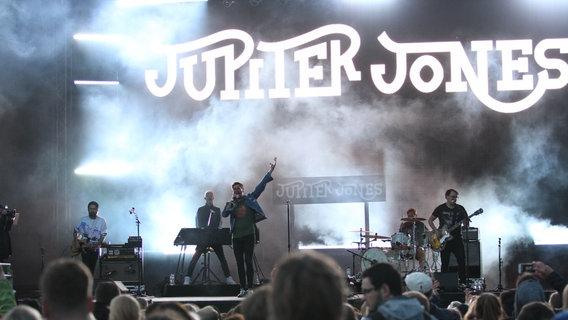 Jupiter Jones bei einem Auftritt 2018 © NDR Foto: Jens Oke