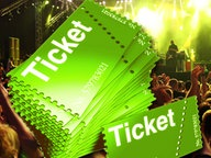 Fotomontage: Konzerttickets im Vordergrund vor Publikum. © fotolia.com Foto:  drx , Visual Concepts