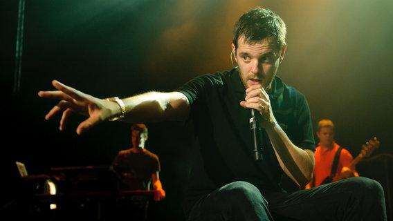 Mike Skinner von The Streets bei einem Konzert im Hamburger Kampnagel.