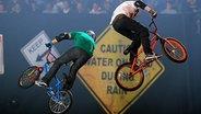 """Das Bild zeigt Motorrad-Stunts bei der Veranstaltung """"Nitro Circus"""". © www.nitrocircuslive.com"""
