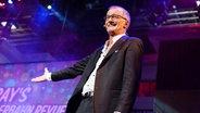 """Ray Cokes präsentiert """"Ray's Reeperbahn Revue"""" © Fotografirma / NDR Foto: Andreas Kluge"""