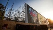 Das Bild zeigt die bemalte Esso-Wand auf der Hamburger Reeperbahn. © N-JOY Foto: Philipp Szyza