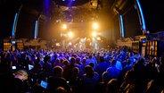 Eine Bühne mit Publikum beim Reeperbahn Festival 2016 © NDR Fotograf: Benjamin Hüllenkremer