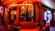 Die Bar Alte Liebe auf der Reeperbahn in Hamburg. © NDR Fotograf: Benjamin Hüllenkremer