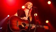 Sängerin Tina Dico beim Reeperbahn Festival 2014 im Docks.  Foto: Andreas Kluge