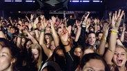 Die Fans einem Konzert beim Reeperbahnfestival © NDR Foto: Andreas Kluge