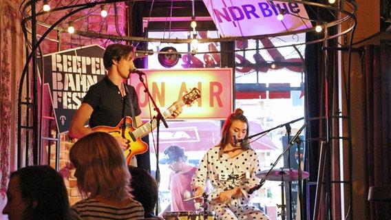 Die Band Cari Cari tritt auf der NDR Bluestage beim Reeperbahn Festival 2018 auf.