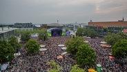 Volles Haus bzw. volle Bühne auf der N-JOY Starshow 2016. © NDR Fotograf: Axel Herzig