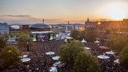 Die Menschenmenge auf der N-JOY Starshow 2015 in Hannover. © NDR Fotograf: Axel Herzig