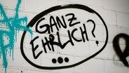 """Zu sehen ist ein Grafitti mit dem Schriftzug """"Ganz ehrlich?"""" © picture alliance/chromorange Fotograf: Martin Schröder"""