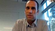 Medienökonom Michael Jetter im Interview mit ZAPP © NDR