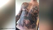 Justin Bieber zeigt sein neues Bauch-Tattoo.