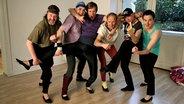 """Die Männertanzgruppe """"Shake & Tanz"""" mit ihrem Coach Oliver (v.l.n.r. Caspar Besch, Janis Zaurins, Nils Holst, Norman Diercks, Oliver Kleinfeld, Horst Hoof) © OKD/NDR Foto: Marco Drews"""