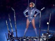 Zu sehen ist Lady Gaga bei einem Konzertauftritt. © picture alliance / abaca Foto: Hahn Lionel/ABACA USA