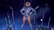 Zu sehen ist Lady Gaga bei einem Konzertauftritt. © picture alliance / abaca Fotograf: Hahn Lionel/ABACA USA