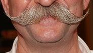 Nahaufnahme eines Kinns mit einem Bart. © imago/APress Foto: APress