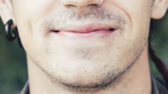 Nahaufnahme eines Kinns mit einem Bart. © imago/Westend61 Foto: Westend61