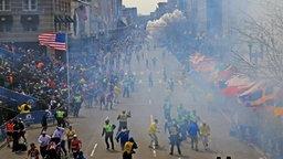 Bild von der Explosion beim Boston Marathon. ©  The Boston Globe Fotograf: David L. Ryan