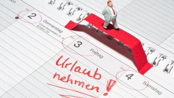 Urlaubstage in einem Kalender markiert © picture alliance / dpa Themendienst