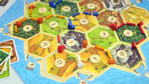"""Das Bild zeigt das Brettspiel """"Die Siedler von Catan"""" © picture-alliance / dpa Foto: Patrick Seeger"""