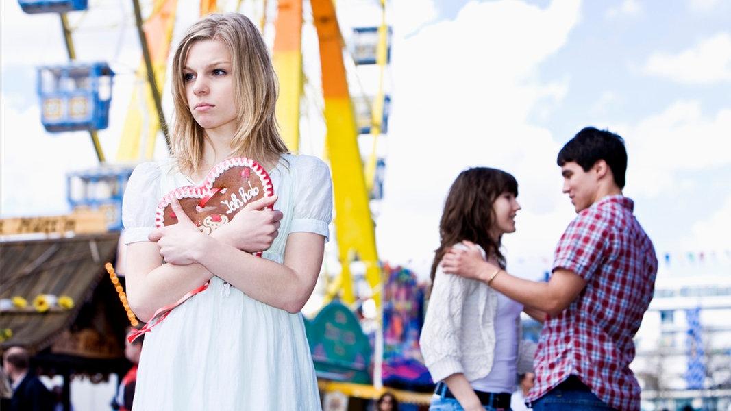 Ehefrau flirtet mit anderen mannern
