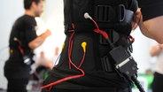 EMS Anzüge mit Elektroden © dpa-Zentralbild Foto: Jens Kalaene